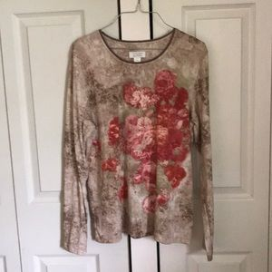 🌻🌻3 for$ 25 Rustic floral print shirt.